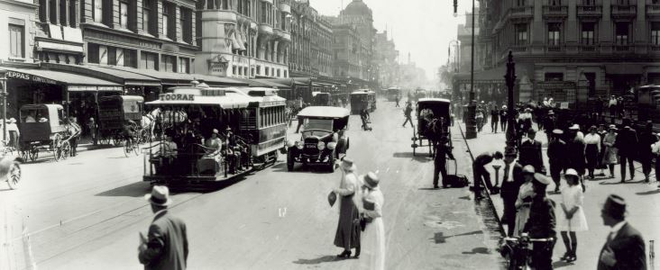 Melbourne's Swanston street in 1914 – calm and confident