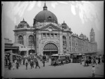 One of Melbourne's most famous buildings – the Flinders street railway station. Note the recruiting sign to the left of the picture and the Light Horseman waiting for the tram to pass. Pictures Collection, State Library of Victoria.
