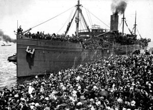 Hororata departs from Port Melbourne 1916.