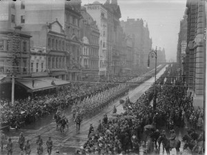 Marching soldiers through Collins Street in Melbourne, 1914