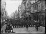 Soldiers in Collins street after the war. Pictures Collection, State Library of Victoria.